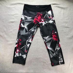 Bally fitness black/white/red crop/capris sz: Med